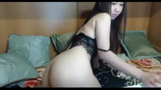 Young girl fucks herself live show