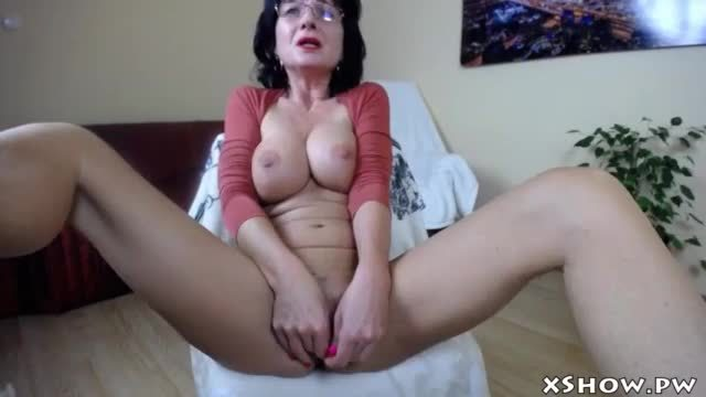 Sexy Gorgeous Mom Cumming On Live Cam
